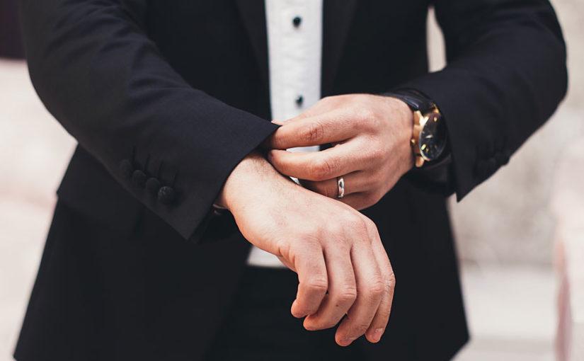 Klädsel: kavaj, klädkod för bröllop och fest